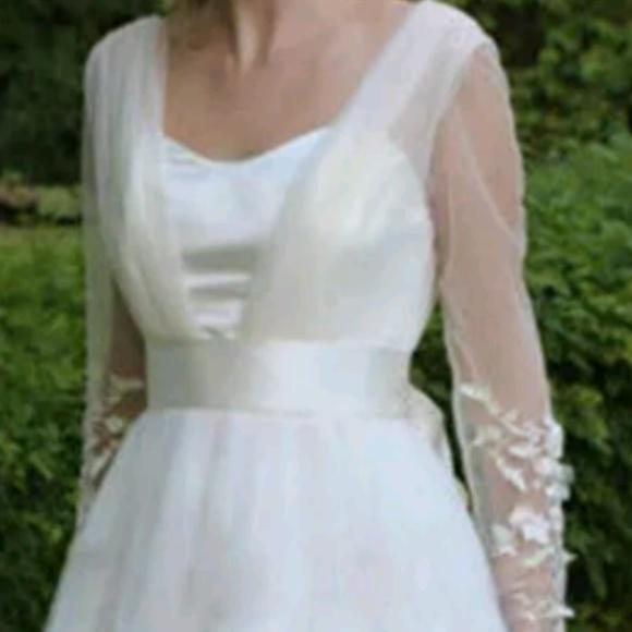 Dresses & Skirts - Maternity V neck long sleeve wedding gown